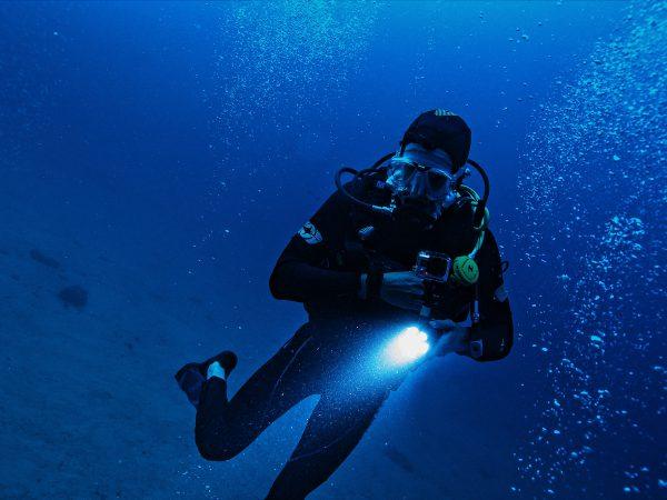 Na jakie kursy nurkowania się zdecydować?